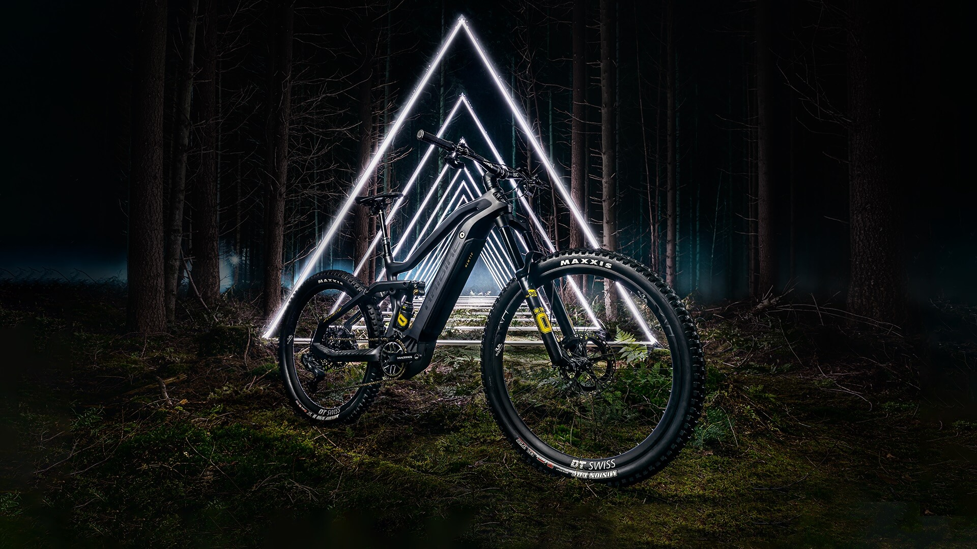 Haibike AllMtn SE in a dark forest in front of white, triangular lights