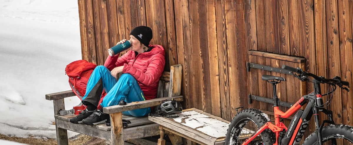 Haibike Heroine Léa Deslandes taking a break after a MTB tour in the snow
